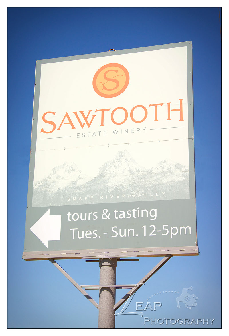 Sawtooth Winery sign