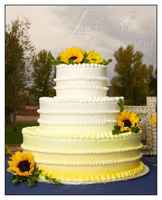 wedding cake with sunflowers