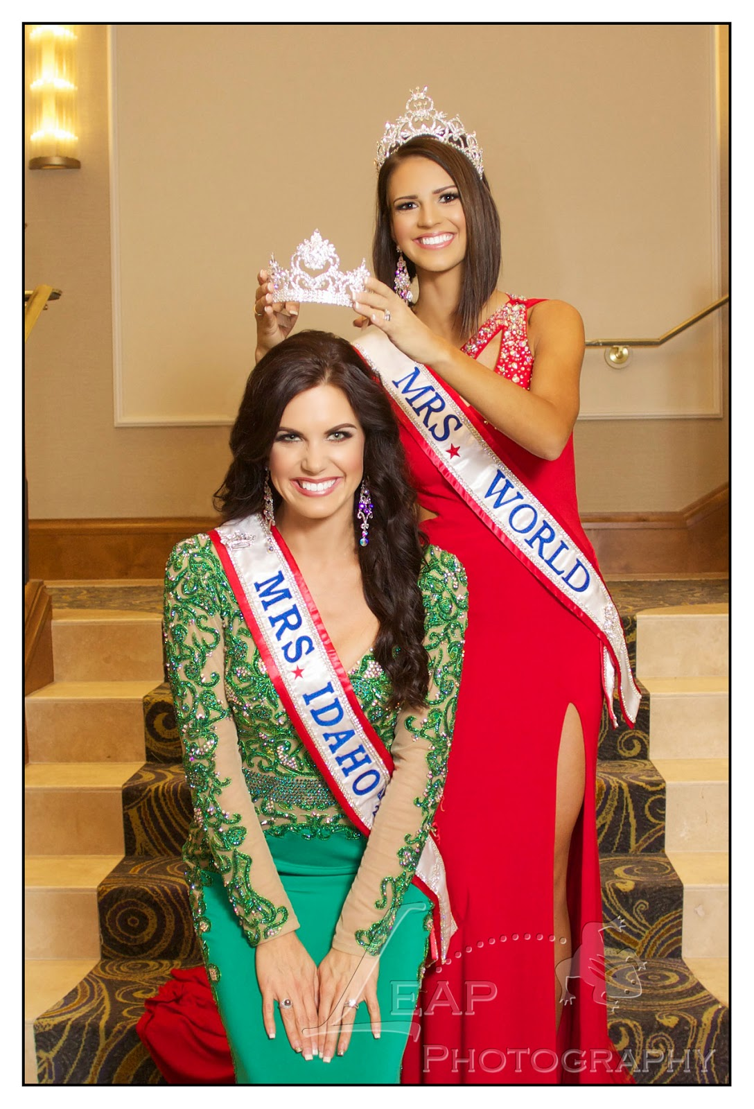 Mrs. Idaho 2014 being crowned by Mrs. World 2014