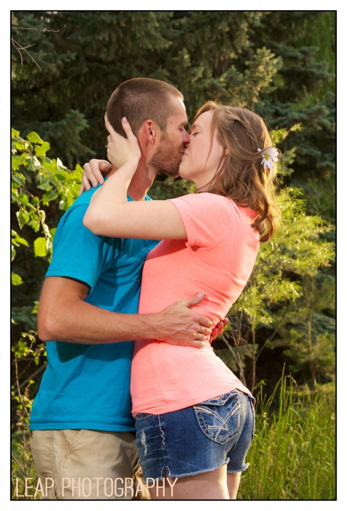 engagement photo_couple kissing_Boise,Idaho