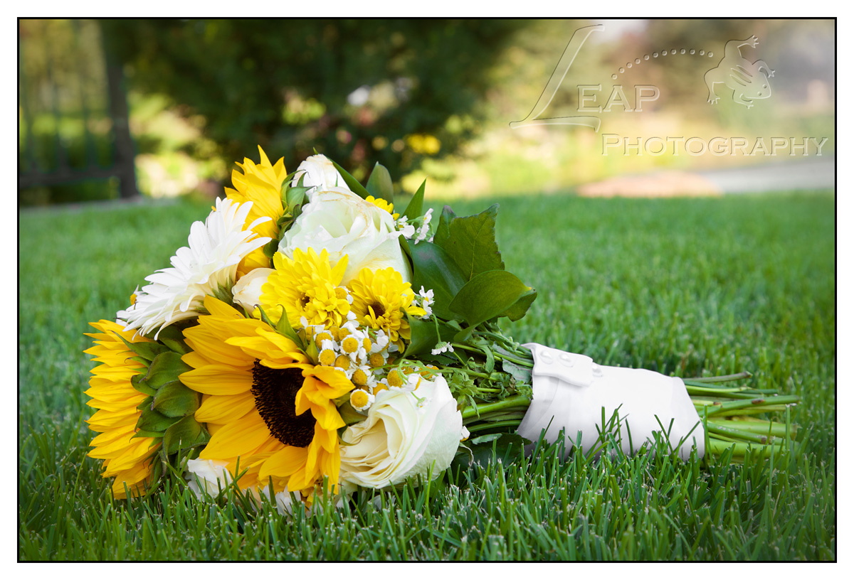 sunflower & daisy bridal bouquet